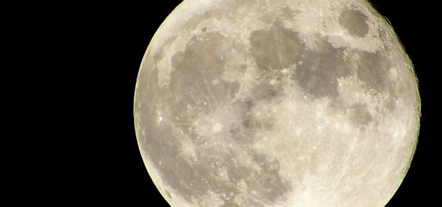 7月31日(金)はブルームーン! 3年に一度の貴重な満月を見ると幸せに?!